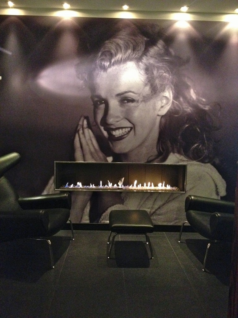 the platine in paris a marilyn monroe themed hotel little observationist. Black Bedroom Furniture Sets. Home Design Ideas
