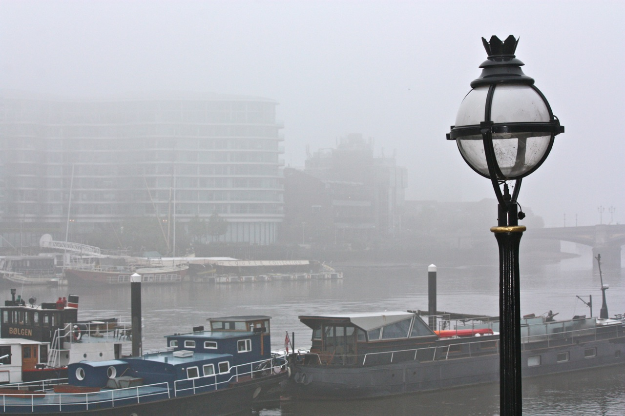London fog and a morning walk little observationist but i was mesmerized by the way the thick fog obscured the view most everything even the park on the other side of the bride was a mystery london mornings solutioingenieria Choice Image